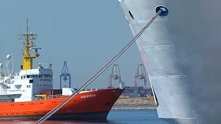 Download Turned away by Italy and Malta, migrants arrive in Spain Video