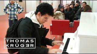 Download Thomas Krüger – Flashmob Piano Medley at French Airport Paris-Orly Video