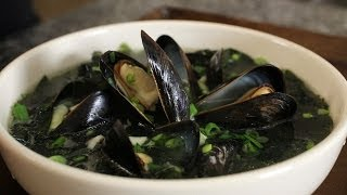 Download Seaweed Soup with Mussels (Honghap Miyeokguk: 홍합미역국) Video