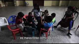 Download Música más allá de las fronteras: Convenio ACNUR - FundaMusical Video
