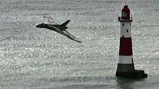 Download 🇬🇧 Vulcan XH558 Beachy Head Cliffs Flypast, Eastbourne Airshow. Video
