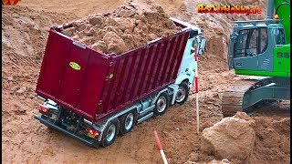 Download AMAZING R/C TRUCK ACTION - will it drop down... AT CONSTRUCTION WORLD - Nov 2017 p4 Video