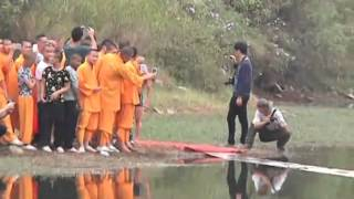 Download Shaolin monk runs atop water for 118 meters Video