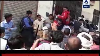 Download UP Police lathicharge crowd outside bank in Shamli Video