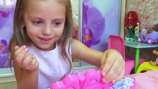 Download Купаемся в БАССЕЙНЕ в платье ПРИНЦЕССЫ Kids Pretend Play Играем с косметичкой для девочек Video