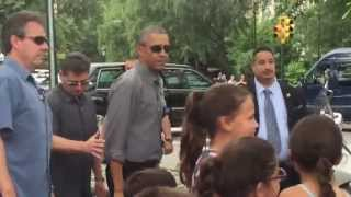 Download Obama meets my children at Central Park / Obama saluda a mis hijas en el Central Park! Video