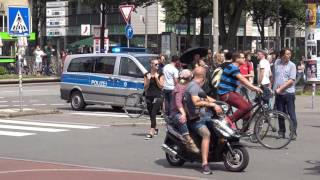 Download [G20] Konvoi wird blockiert und von Polizei befreit Video
