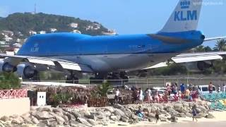 Download KLM 747 Extreme Jet Blast blowing People away at Maho Beach, St. Maarten - 2014-01-14 Video