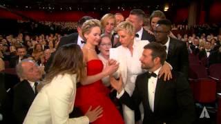 Download Ellen DeGeneres takes a selfie at the Oscars Video