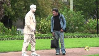 Download FUNNY STATUE SCARES Video