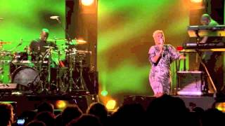 Download Emeli Sandé - Where I Sleep / One Love / No Woman, No Cry (Live at iTunes Festival 2012) Video
