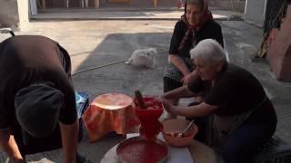 Download Karamanlı Rum Hatınlar Salça yapıyor! Καραμανλούδες Ρωμαίισσες Κυρίες Κάνουν Σάλτσα! Video