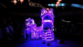 Download CNY2017~ LED Lion Dance (múa lân) by Sheng Wei 勝威 @ iOi City Mall. (15/1/2017) 4K UHD Video