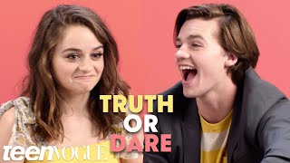 Download ″The Kissing Booth″ Cast Plays 'Truth or Dare' | Teen Vogue Video