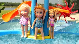 Download WATER PARK ! Elsa & Anna toddlers empty the Pool ? Water Fun - Swim - Pool Party - Splash - Sand Video