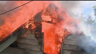 Download Fire destroys vacant Struthers house Video