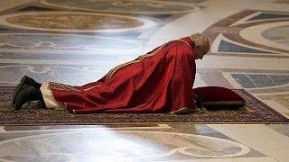 Download Katolik alemi Kutsal Cuma'yı ayinlerle andı Video