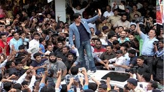 Download Watch SRK's accident due to fans huge crowd Video