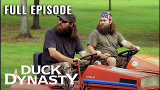 Download Duck Dynasty: Full Episode - The Grass and The Furious (Season 2, Episode 1) | A&E Video