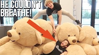Download DWARF GETS CRUSHED BY GIANT TEDDY BEARS! (Feat. Dwarf Mamba) Video