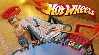 Download HOT WHEELS NA PISCINA DE GELLI BAFF!! Corrida de Carros Hotwheels Gelli Baff Pool Race Cars 🚙 🚗 Video