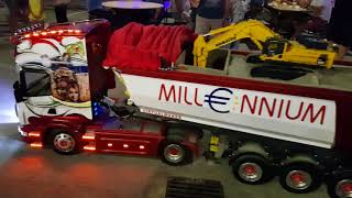 Download Modeltruck Scania R730 Big Scale Night Show Video