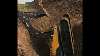 Download Trackhoe Accident! Excavator Fell into Hole! Two Excavators and a Dozer to Rescue! Caterpillar Video