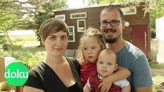 Download Die Konsum-Aussteiger: Mit Kindern im Mini-Haus | WDR Doku Video
