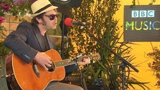 Download Gaz Coombes performs Girl Who Fell To Earth in the BBC Music Tepee Video