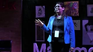 Download ¿Mujeres fuertes o mujeres con fortaleza? | Irene Rocha | TEDxMatamoros Video