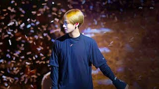 Download Everybody goes crazy for Taehyung 😱 Video