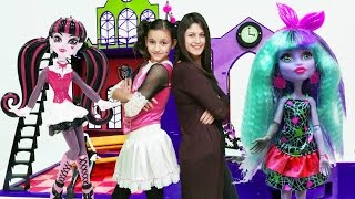 Download Ayşe ve Draculara Monster High okulunu kuruyorlar Video