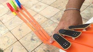 Download A CORRIDA SUPER RADICAL DOS SKATES DE BRINQUEDO. TEVE MANOBRA?! Video