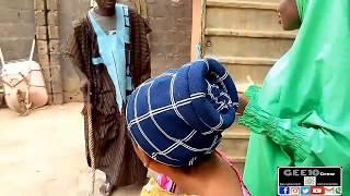 Download Ya Nakaɗa Wa Maman Matarshi Dukan Tsiya, Dariya Dole Video