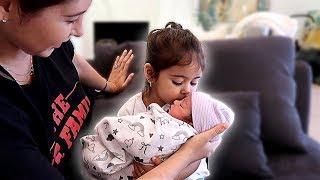 Download ELLE MEETS HER NEWBORN SISTER!!! **ADORABLE** Video