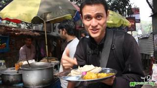 Download Indian Street Food in Kolkata, India - Delicious Aloo Gobi for 15 Rupees ($0.27)! Video