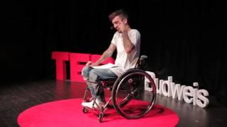Download Život = párty | Bekim Aziri | TEDxBudweis Video