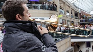 Download A surprise performance of Ravel's Bolero stuns shoppers! Video