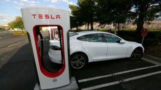 Download Bankers reportedly debating how to refinance Tesla's debt Video