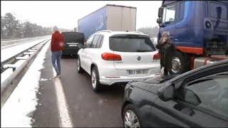 Download Chutes de neige: l'autoroute A4 bloquée entre Metz et Strasbourg Video