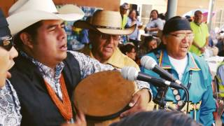 Download Joe Tohonnie, Jr. & the Navajo Singers - Monument Valley, UT Video