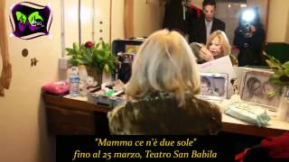 Download FLASH E20WEBTV: ″MAMMA CE N'E' DUE SOLE″, CURIOSANDO TRA I CAMERINI Video