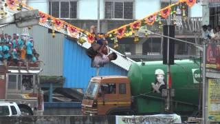 Download Dahi Handi Utsav, Dadar 2011 - Boy holds on to the rope 25 Feet in air Video