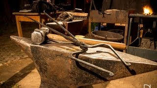 Download How to forge pick up / hammer making tongs Video