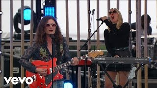 Download BØRNS - Electric Love (Live From The 2016 MTV Woodie Awards) Video