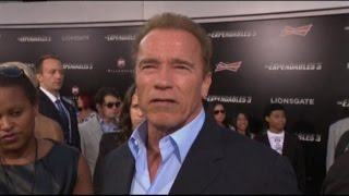 Download Robin Williams Remembered by Schwarzenegger, Gibson Video