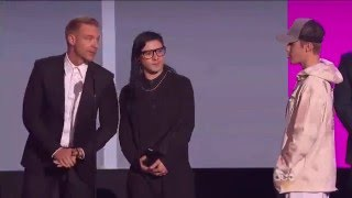 Download AMAs 2015 - Collaboration Of The Year (Skrillex & Diplo - Where Are Ü Now (Feat. Justin Bieber) Video