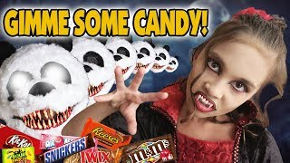 Download GIMME SOME CANDY!!! Halloween CANDY HAUL! Trick or Treat Vlog! Video