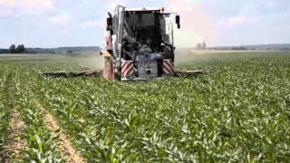 Download Xerion bringt Gährrest in Mais aus Video