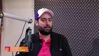 Download Carlos Rubio sin pelos en la lengua calienta la cabina Video